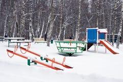 Barnlekplats i snö Arkivfoton