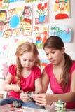 barnlera gjuter lärare Royaltyfri Bild