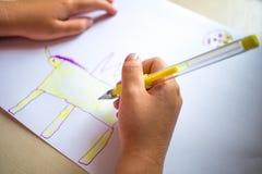 Barnmålningbild Skott av händer Fotografering för Bildbyråer