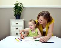 barnmodermålning Arkivbild