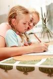 barnmodermålning royaltyfri foto