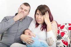 Barnparet har inga av fred i hem, därför att gråta royaltyfri fotografi