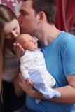 Barnparföräldern med behandla som ett barn pojken arkivbilder