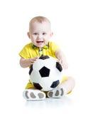 Barnpojke med fotbollen Arkivfoton