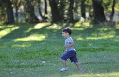 barnrunning Arkivfoto
