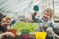 Barns dag Lyckliga barns dag internationell ferie av barns dag lycklig familj, i att fira för växthus royaltyfria foton