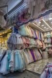 Barns eleganta festliga klänningar i ett lager i turkiska mars Royaltyfria Bilder