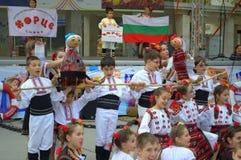 Barns folkloreshow Fotografering för Bildbyråer
