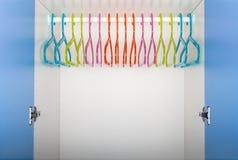 Barns garderob med kulöra hängare Royaltyfria Bilder