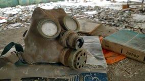 Barns gasmask på skolan Arkivfoton