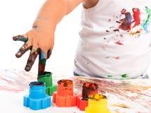 Barns hand och färger Royaltyfri Foto