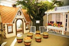Barns hus för spelrum: Pepparkakahus Arkivfoton