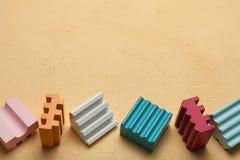 Barns kvarter med färgrika kuber, tomt utrymme för text vektor illustrationer
