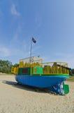 Barns lekplatsbogserbåten piratkopierar shipen Arkivfoto