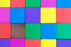 Barns leksak - mångfärgade kuber (en kub inte är nog), Arkivbilder