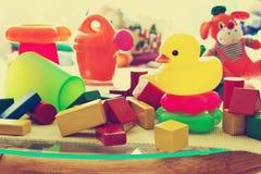Barns leksaker i barns rum Royaltyfri Bild
