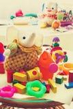 Barns leksaker i barns rum Arkivbilder