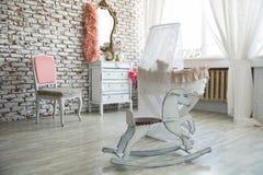 Barns rum i retro stil med att vagga hästen Royaltyfria Bilder
