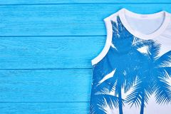 Barns sleeveless trendiga t-skjorta Fotografering för Bildbyråer