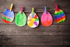 Barns teckning av påskägg Royaltyfri Bild