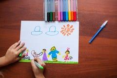 Barns teckning på temat av familjen Royaltyfri Bild