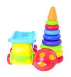 Barns Toy Machine och pyramid som isoleras på Arkivfoto