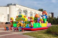 Barns uppblåsbara lekplats arkivbilder