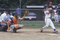 Barnserien i basebollspelare upp på slagträet, barnserien i basebolllek, Hebron, CT Fotografering för Bildbyråer