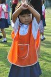 Barnskolastudent i den Thailand dansen royaltyfri fotografi