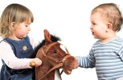 barnspelrum tillsammans Fotografering för Bildbyråer