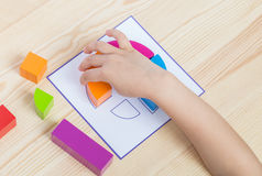 Barnspridningmodell enligt modell fotografering för bildbyråer