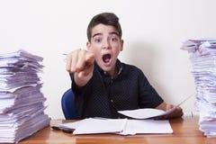 Barnstudent på skrivbordet arkivbilder