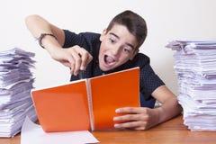 Barnstudent på skrivbordet royaltyfria foton