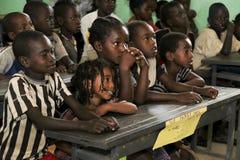 Barnstudie på den ethiopian skolan Arkivbilder