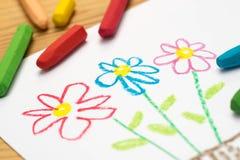 Barnteckning, blommor, selektiv fokus royaltyfri bild