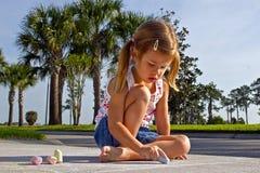 Barnteckning med chalks Royaltyfria Foton