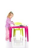 Barnteckning med färgpennor Royaltyfria Foton