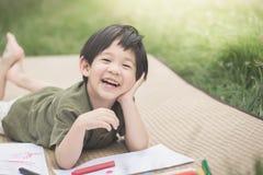 Barnteckningsbild med färgpennan Arkivfoton