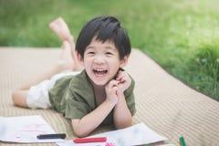 Barnteckningsbild med färgpennan Fotografering för Bildbyråer