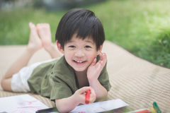 Barnteckningsbild med färgpennan Arkivbilder