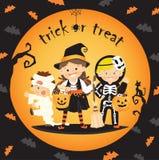 Barntrick eller fest i halloween Arkivbilder