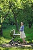 barnvagnmoder Arkivbilder