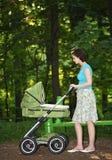 barnvagnmoder Royaltyfria Bilder