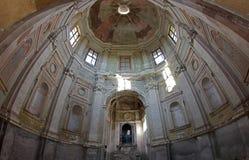 Barock övergiven kyrka i Vercelli, Italien royaltyfria foton