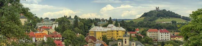 Barock calvary och Banska Stiavnica, Slovakien royaltyfria foton