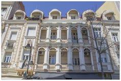 Barock fasad i mitten av Skopje royaltyfria bilder
