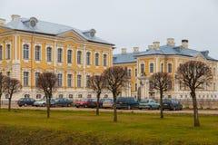 Barock Rundale slott och trädgård i Lettland royaltyfria foton