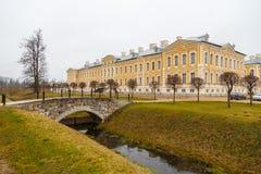Barock Rundale slott och trädgård i Lettland arkivbilder