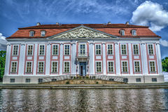 Barock utformade den Friedrichsfelde slotten i Berlin, Tyskland Hdr im Arkivfoto