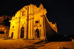 Barocke Kirche nachts stockfotos